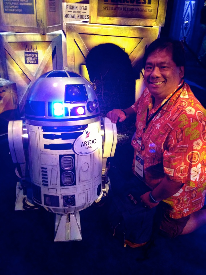 Me and Artoo with some suspicious crates behind us...