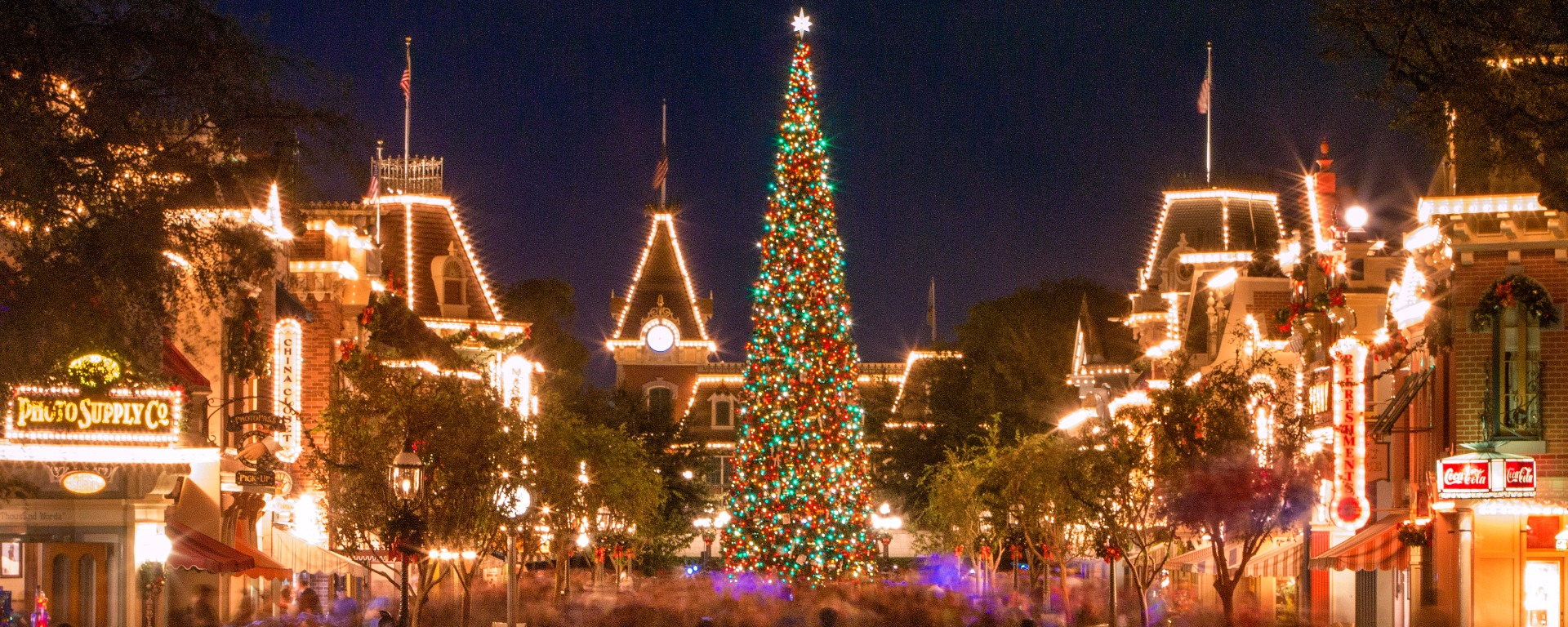 5 reasons to be excited about christmas at disneyland this year - When Does Disneyland Decorate For Christmas 2017