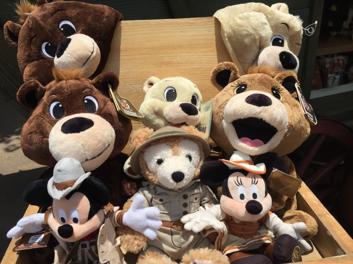 How adorable are these unique bears from the Big Grizzly Mountain Runaway Mine Cars
