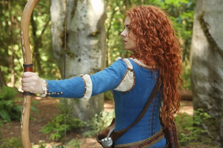 "ONCE UPON A TIME - ""The Dark Swan"" - Look who's coming to Storybrooke! (ABC/Jack Rowand) AMY MANSON"