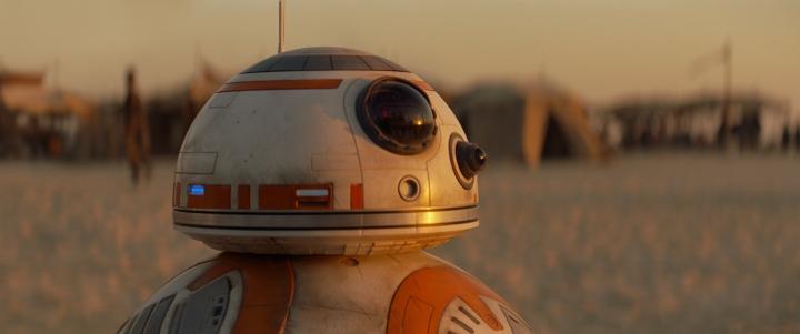 Star Wars: The Force Awakens: BB-8 on Jakku. Ph: Film Frame. Copyright 2014 Lucasfilm Ltd; TM. All Right Reserved..