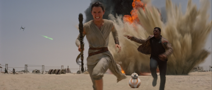 Rey and Finn running from the First Order's strafing run on Jakku. Ph: Film Frame..©Lucasfilm 2015