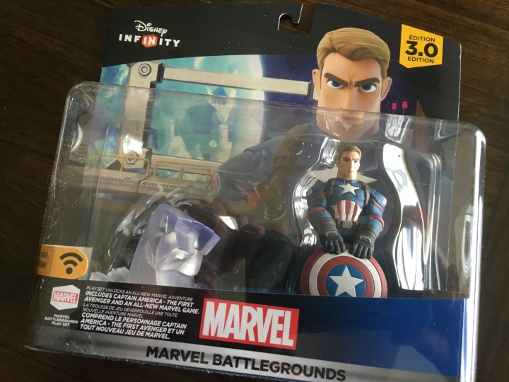 Marvel Battlegrounds is a great playset and comes with this Civil War inspired Captain America - see how it looks like Chris Evans?