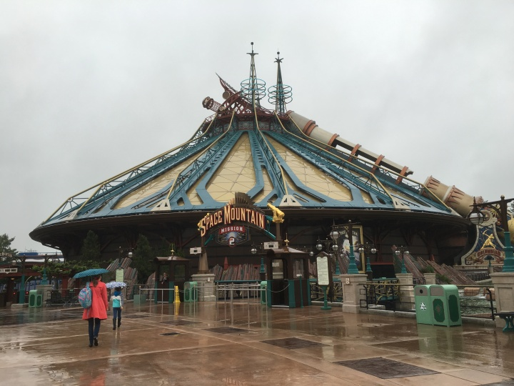 Space Mountain: Mission 2 is as impressive inside as it is Steampunk impressive outside