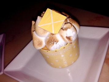 This lemon meringue cupcake changed my mind about meringue it was so good