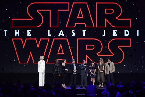 The cast of The Last Jedi comes out to share with the crowd at D23 Expo 2017 (Disney/Image Group LA) GWENDOLINE CHRISTIE, JOHN BOYEGA, DAISY RIDLEY, MARK HAMILL, RIAN JOHNSON, KELLY MARIE TRAN, LAURA DERN, BENICIO DEL TORO